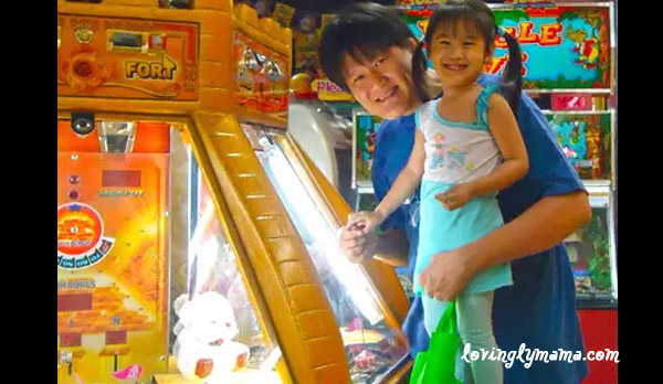 World of Fun Bacolod - family time - Papa and daughter