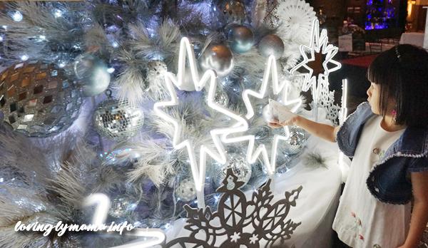 Christmas tree of hope - siobe hang balls